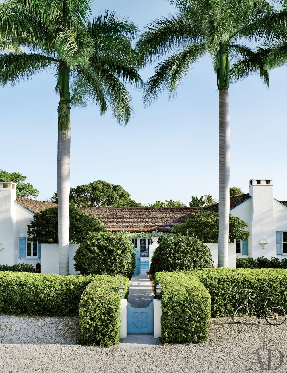 Traditional Outdoor Space by Nancy Morton and F. Burrall Hoffman Jr. in Boca Grande, Florida