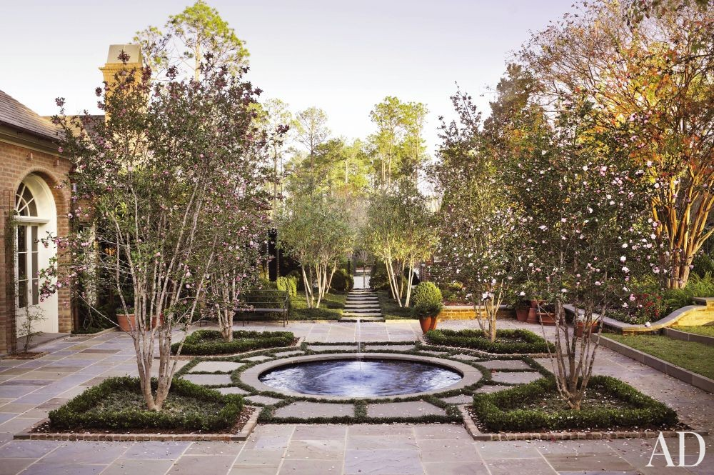 Traditional Outdoor Space by Richard Keith Langham, Inc. and Lewis Graeber III & Associates in Hattiesburg, Mississippi