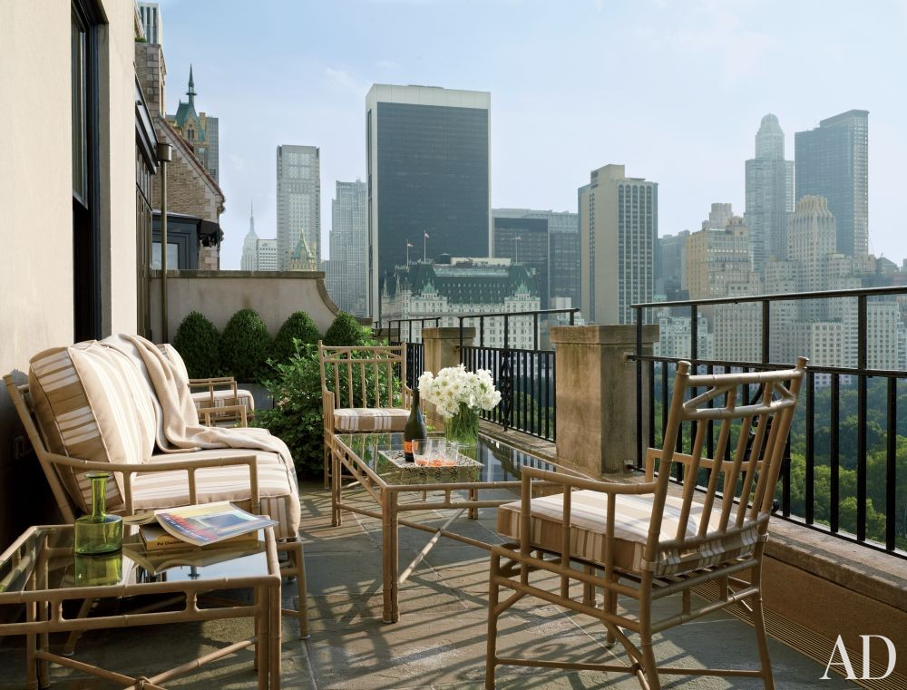 Traditional Outdoor Space by Shelton, Mindel & Associates in New York, New York
