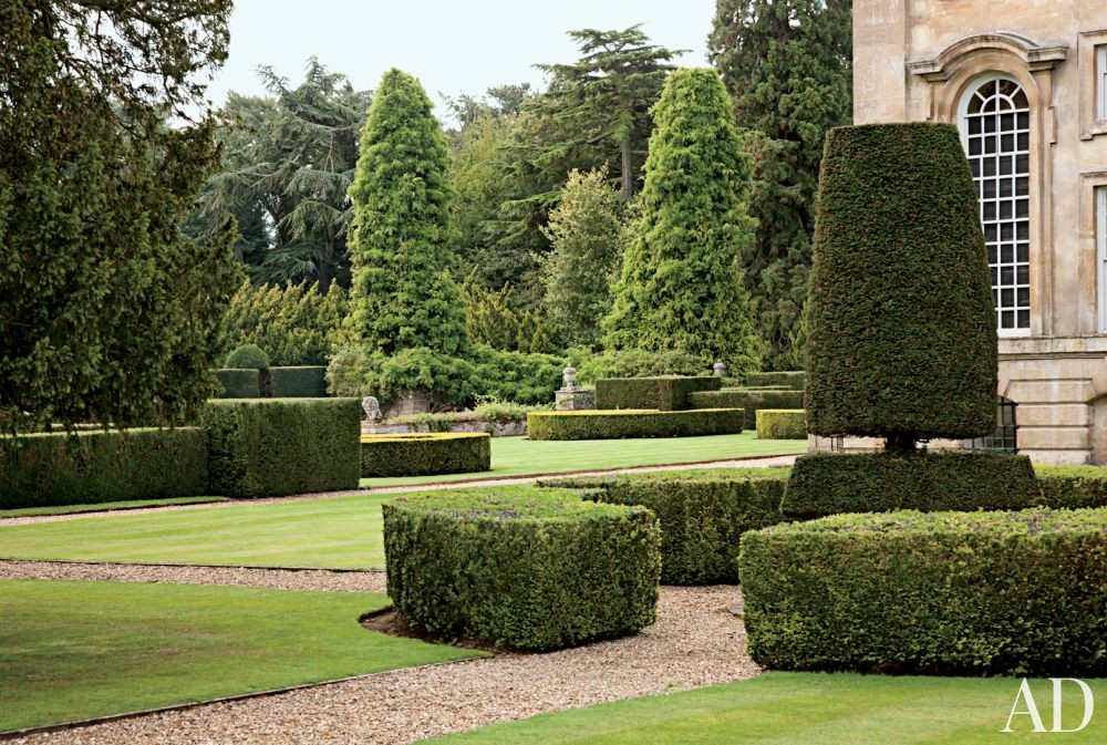 Traditional Outdoor Space by Spencer-Churchill Designs Inc. and Ptolemy Dean Architects Ltd. in Northamptonshire, England