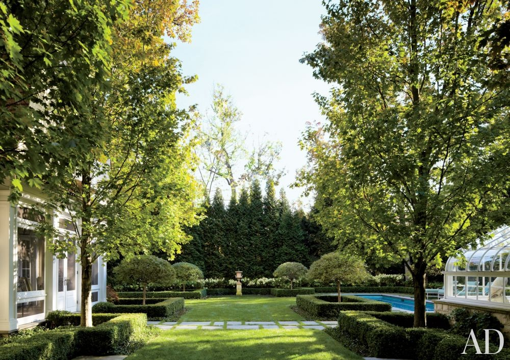 Traditional Outdoor Space by Timothy Corrigan Inc. in Lake Forest, Illinois