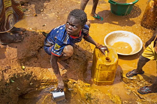 Young girl collects water in CAR