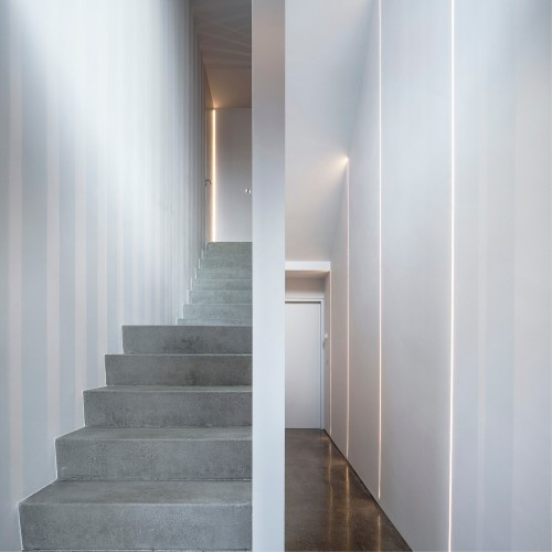 Percy Lane Mews is a minimalist house located in Dublin, Ireland, designed by ODOS architects. (4)