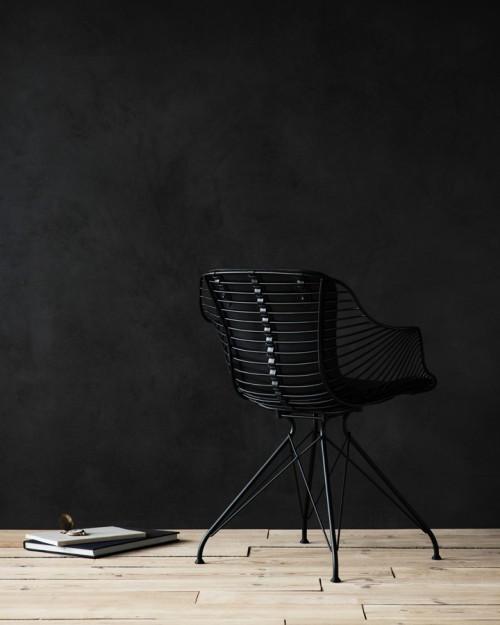 Wire Dining Chair is a minimalist design created by Denmark-based designer Overgaard & Dyrman. (1)