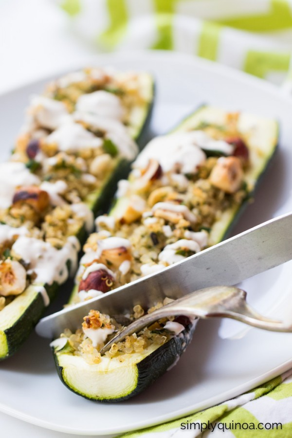 These Quinoa Stuffed Zucchini Boats are a SIMPLE and delicious weeknight meal   recipe on simplyquinoa.com