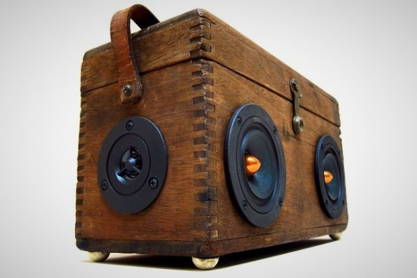Mix Old and New with This Cool-Looking Vintage Suitcase Boombox by ...