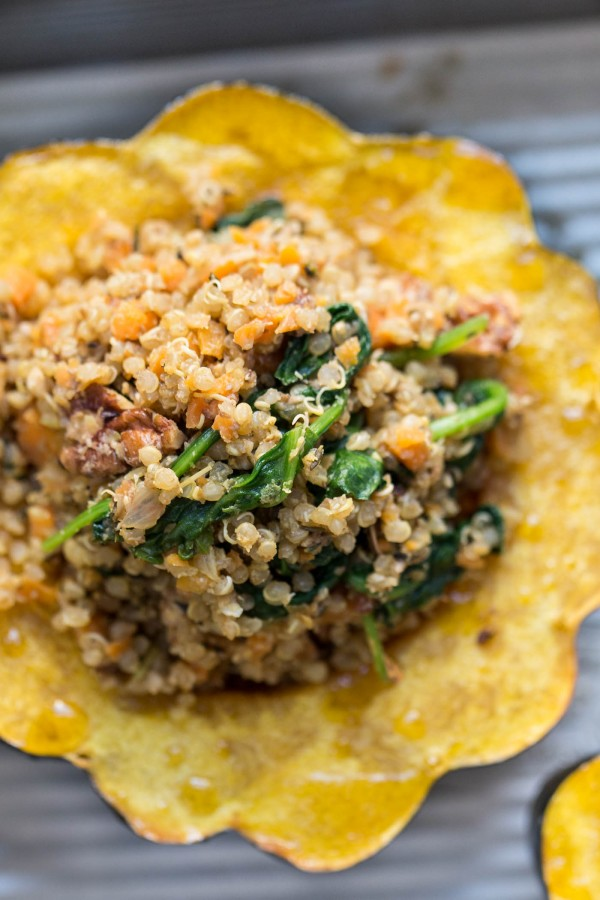 How to make Quinoa Stuffed Acorn Squash with mushrooms and spinach!