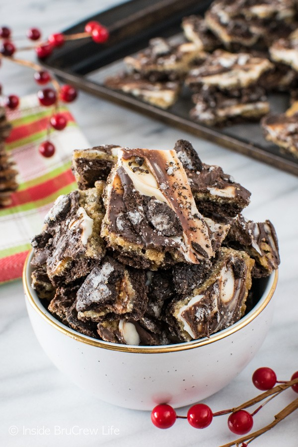 It is so hard to resist this easy Cookies and Cream Toffee Bark. Chocolate and cookies make this snack mix recipe a hit with everyone!