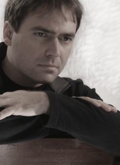 Author Robert Mullin