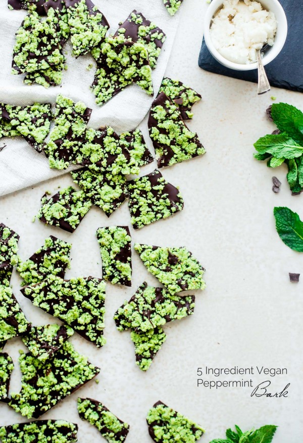 Vegan Peppermint Bark - This peppermint bark is ready in 15 minutes and only has 6 ingredients! Its a quick and easy, healthy and paleo friendly Christmas food gift or dessert! | Foodfaithfitness.com | @FoodFaithFit