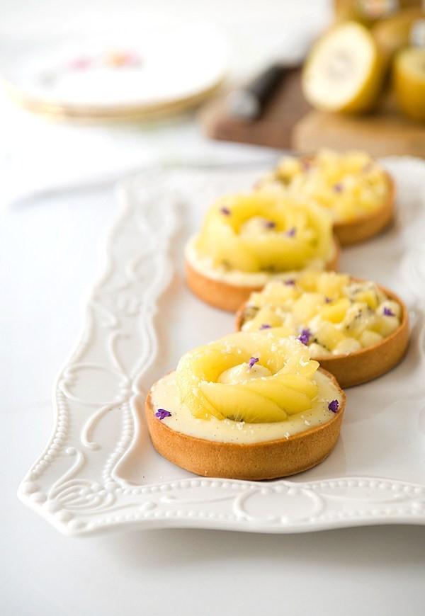 Fresh Kiwifruit Tarts with Coconut White Chocolate Cream