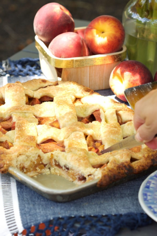 Super easy Peach Slab Pie recipe is great for entertaining a large crowd! TheSuburbanSoapbox.com