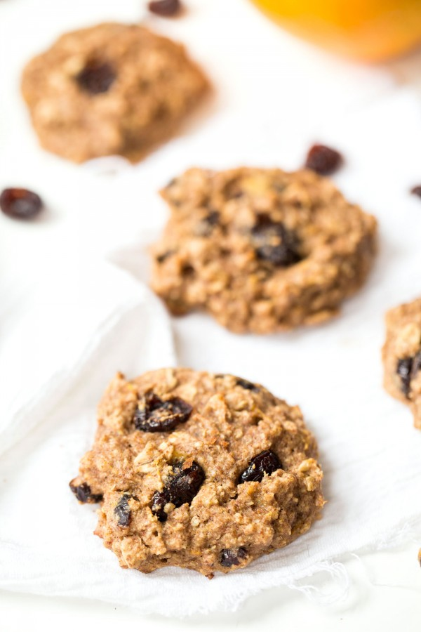 The BEST quinoa breakfast cookie flavor >> Cranberry Orange which is perfect for the holidays and will be sure to be a crowd pleaser!