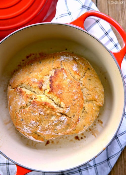 Rosemary Sea Salt Dutch Oven Bread | The Cookie Rookie