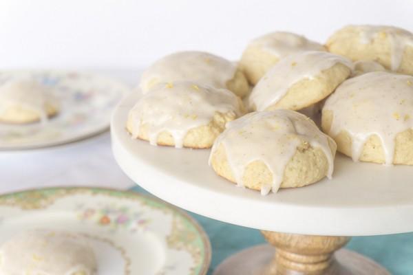 vanilla bean ricotta cookie