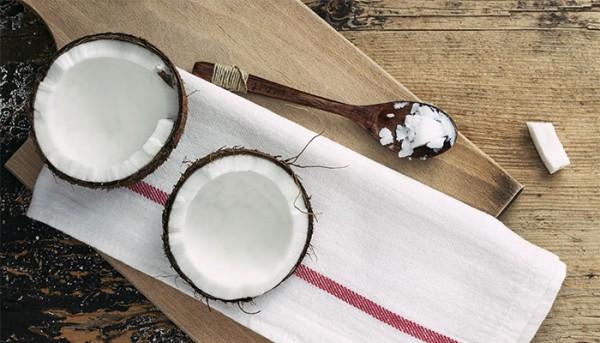4 Reasons Coconut Oil Is Our Beauty Secret Weapon
