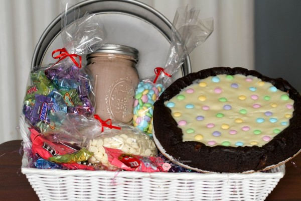Chocolate Easter Pizza Cookie Basket4