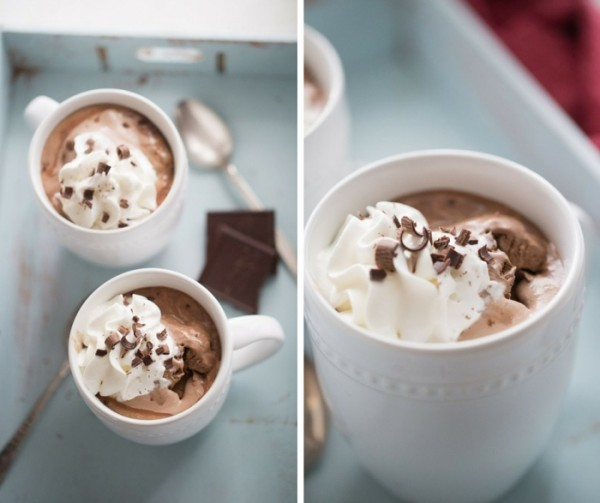 This Bailey's and Kahlua mudslide will warm you up from the inside out! lemonsforlulu.com