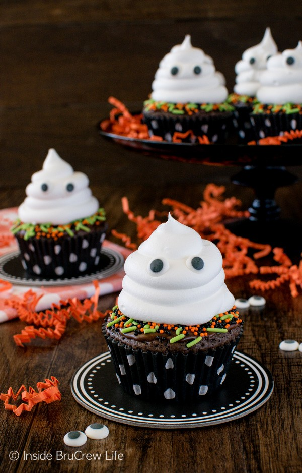 Ghost Brownie Cupcakes - a chocolate cupcake with a hidden Oreo cookie inside and the cute friendly ghost on top will make everyone smile. Great Halloween treat recipe!