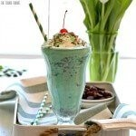 Skinny Shamrock Shake, a delicious mint chocolate shake that's healthy(er) and perfect for St. Patrick's Day! A holiday favorite!