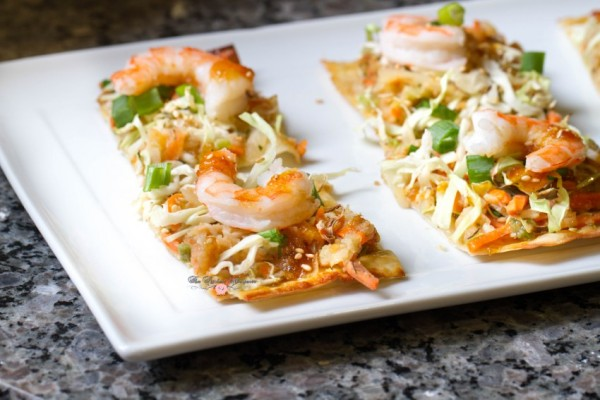 shrimp-egg-roll-thin-crispy-pizza