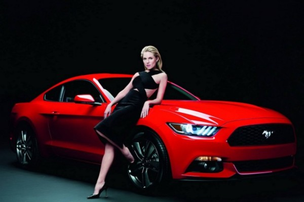 2015-Ford-Mustang-and-Sienna-Miller