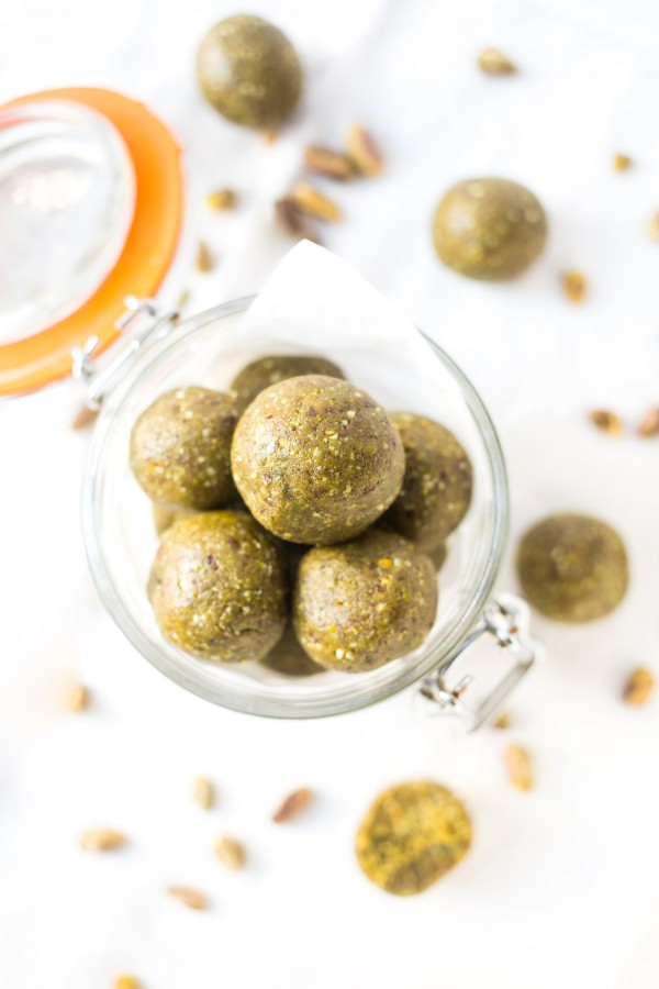 These AMAZING Matcha Protein Balls are super quick to make, packed with healthy ingredients and taste delish!