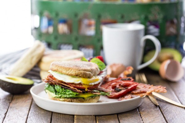 The Ultimate Breakfast BLT! An English muffin loaded with roasted tomatoes, crispy bacon, fresh lettuce, THE BEST fried egg, and creamy avocado mayo. THE BEST BREAKFAST SANDWICH ever!