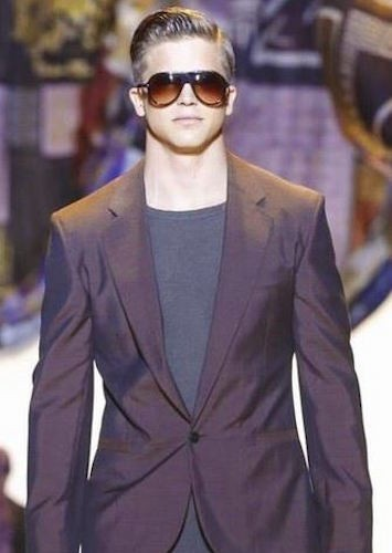 versace-spring-summer-2016-milan-fashion-week-06