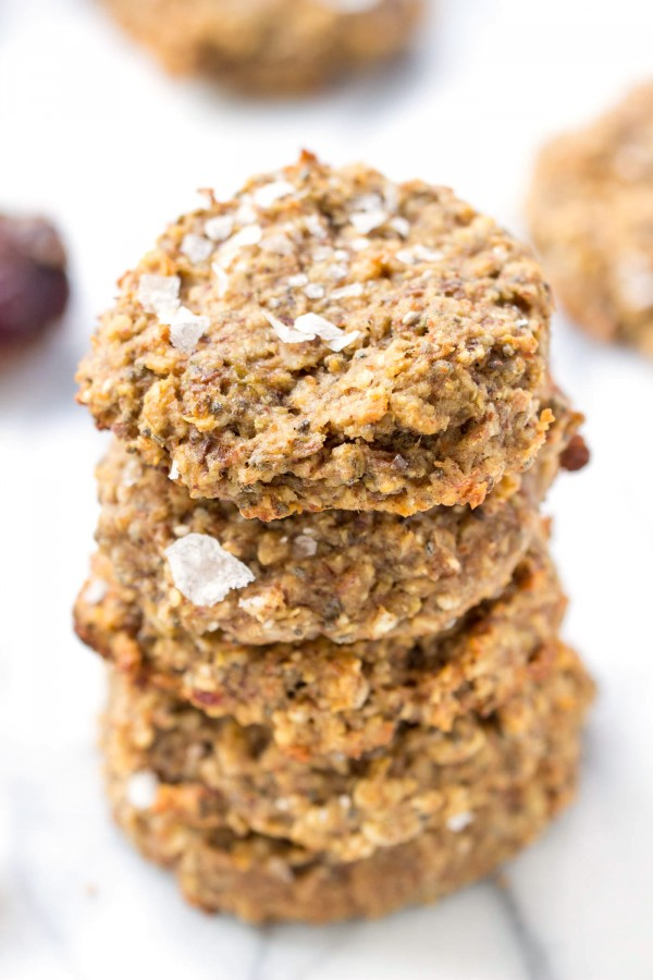HEALTHY QUINOA BREAKFAST COOKIES -- with banana, dates, almond butter, chia seeds and more! Topped off with flaked sea salt for added flavor! [vegan + gluten-free]