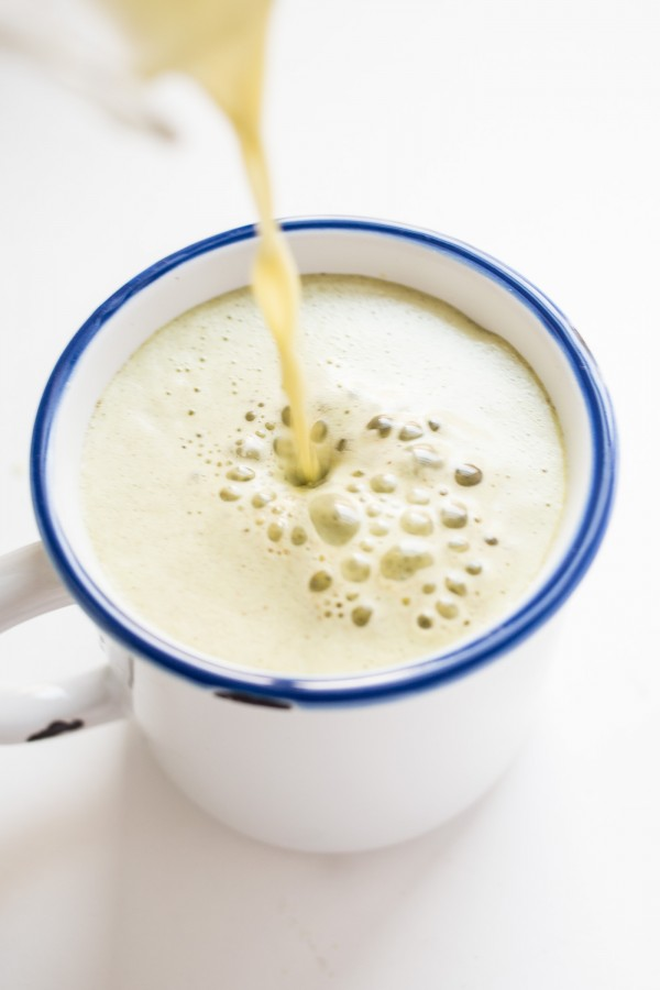 Pumpkin Spice Matcha Latte - a perfect alternative to the not-so-healthy pumpkin spice lattes!