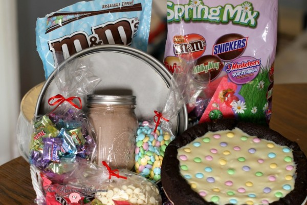Chocolate Easter Pizza Cookie Basket3
