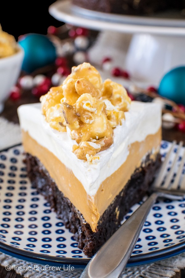 White Chocolate Caramel Mousse Brownie Cake - layers of no bake cheesecake mousse and fudgy brownies make this dessert recipe to die for!