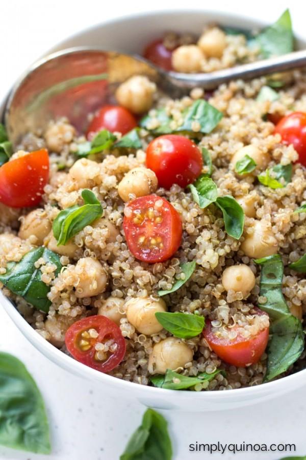 Vegan Caprese Quinoa Salad - a quick, cheese-free caprese salad with a delicious balsamic dressing | recipe on simplyquinoa.com
