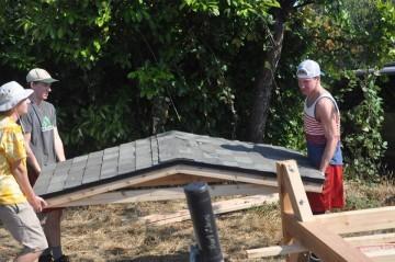 Holding roof kids wesley eagle 10987361_10153320052964652_3804398677664639503_n