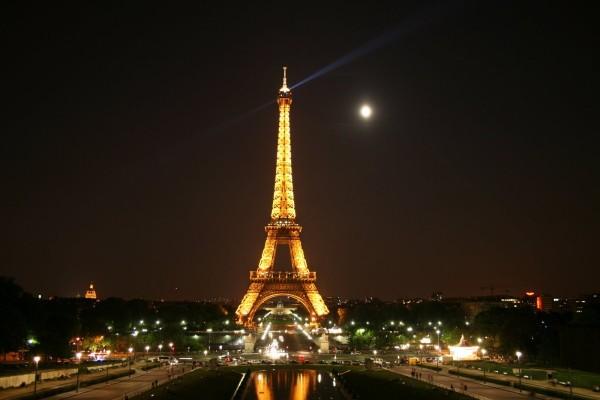 266655-paris-eiffel-tower-at-night