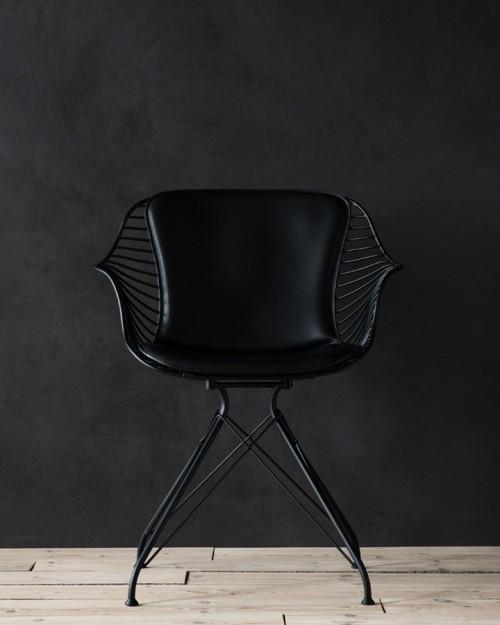 Wire Dining Chair is a minimalist design created by Denmark-based designer Overgaard & Dyrman. (4)
