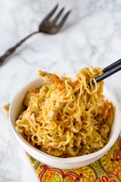Chow Mein Noodles with Chicken Image