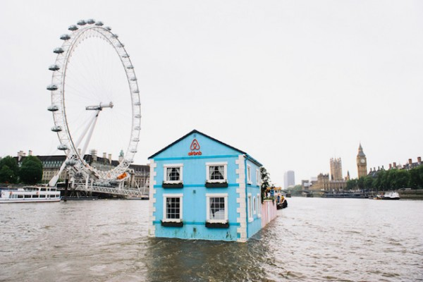 A night in a Floating House Feel Desain Airbnb 02