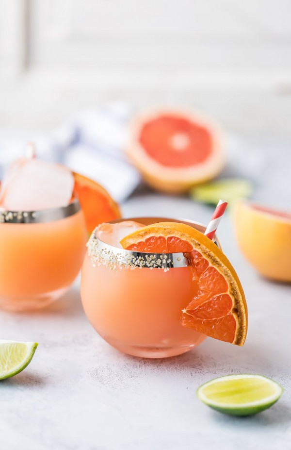 Cheers to Cinco de Mayo with an easy BROILED GRAPEFRUIT MARGARITA! The perfect combination of flavors for a great tangy sweet refreshing margarita perfect for any Summer day!