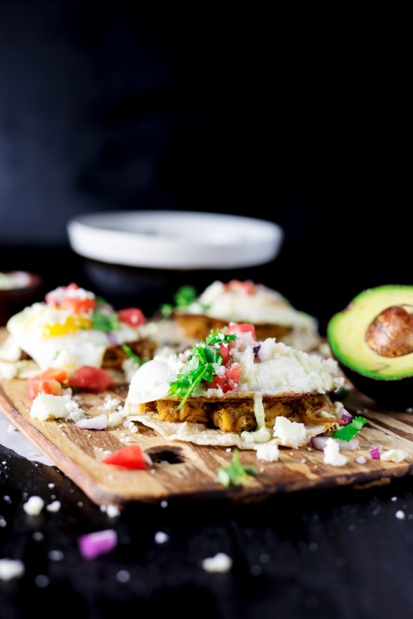 Get your BBQ on in the AM with these Easy Breakfast Pulled Pork Tacos! Ready in 15 minutes!   asimplepantry.com