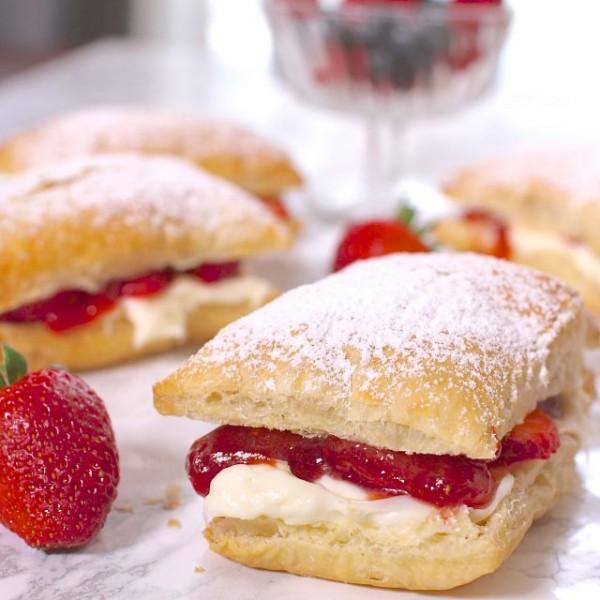 Strawberry Cheesecake Recipe: Strawberry Cheesecake Puffs