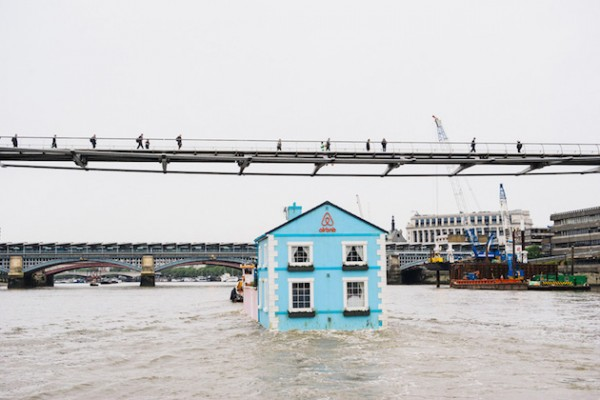 A night in a Floating House Feel Desain Airbnb 03