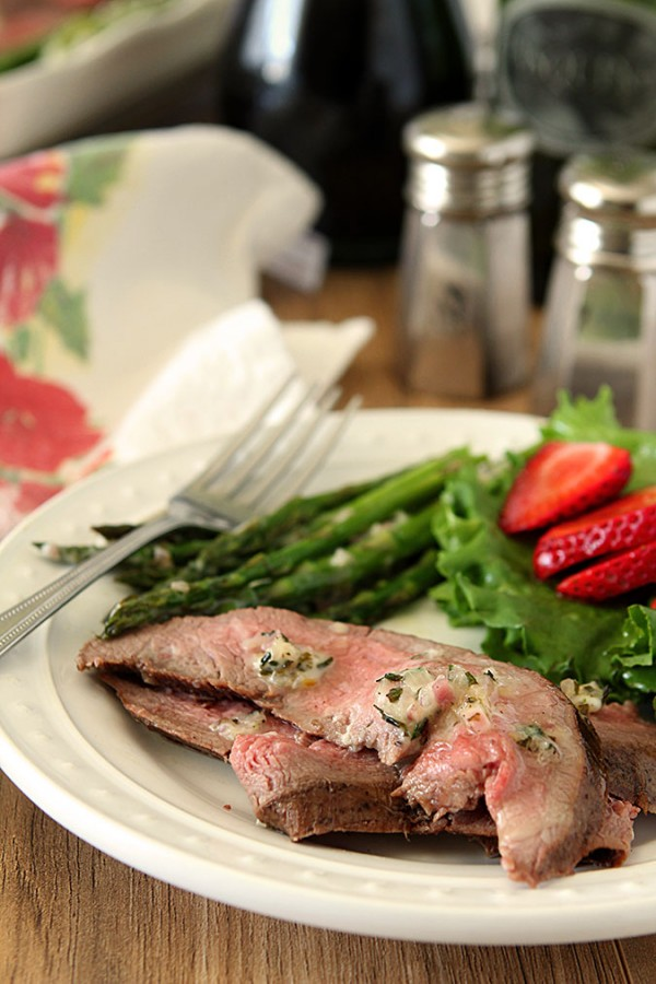 Grilled Flank Steak and Asparagus with Béarnaise Butter