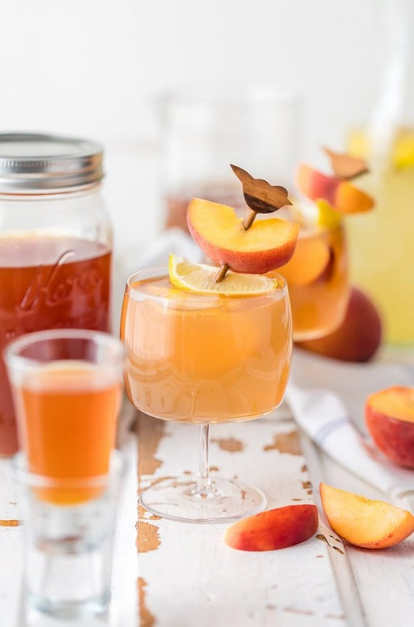 Spiked Peach Arnold Palmer | The Cookie Rookie