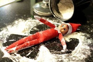 elf-on-the-shelf-snow-play