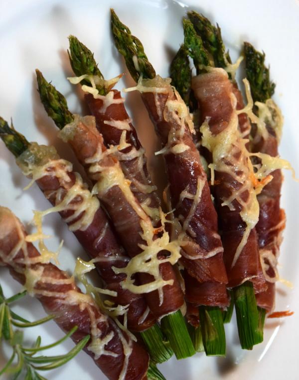 Crispy Prosciutto Wrapped Asparagus by Tez Abbott ...