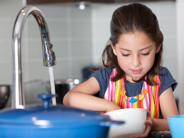 dish washing girl