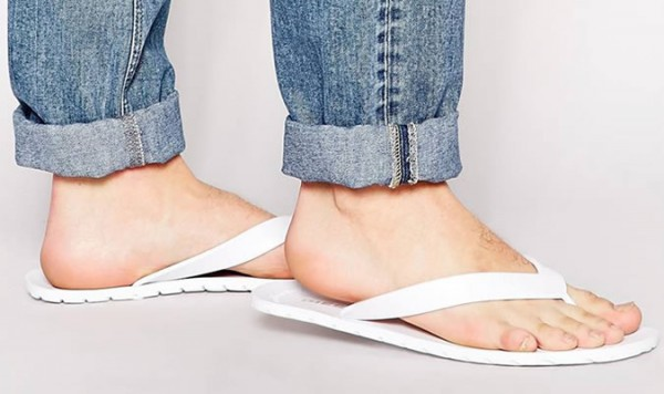 Common Spring/Summer Men's Fashion Mistakes - Flip-Flops When Not at The BEach