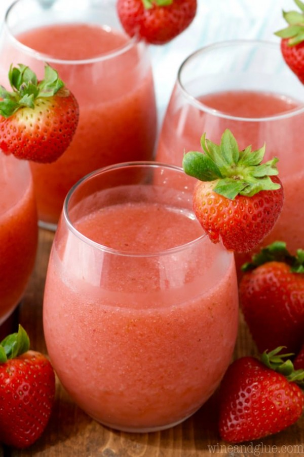 Strawberry Daiquiri Sangria | Wine and Glue